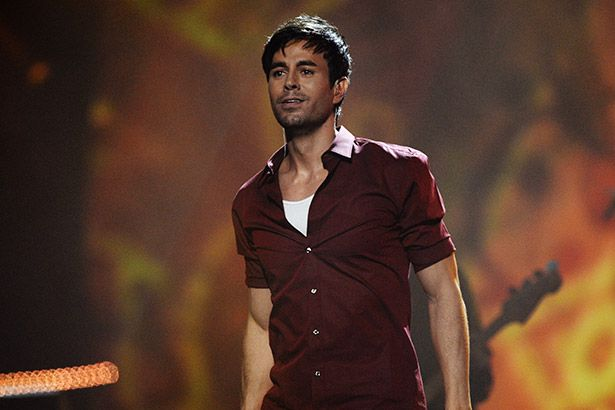 "Conheça novo single de Enrique Iglesias: ""Duele El Corazón"" Background"