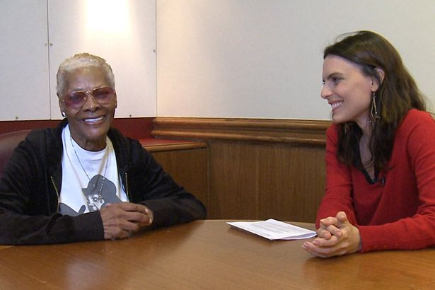 Placeholder - loading - Dionne Warwick em entrevista para a Antena 1 Background