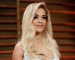 """Rita Ora faz apresentação inédita da música """"Poison"""" Background"""