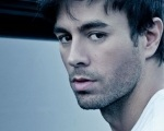 Enrique Iglesias é favorito aos 'Premios Juventud 2015' com 9 indicações Background