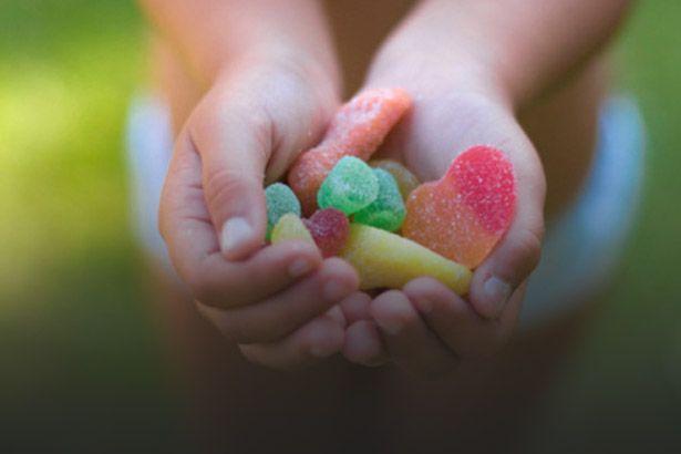 Praticar atos de generosidade torna as pessoas mais felizes Background