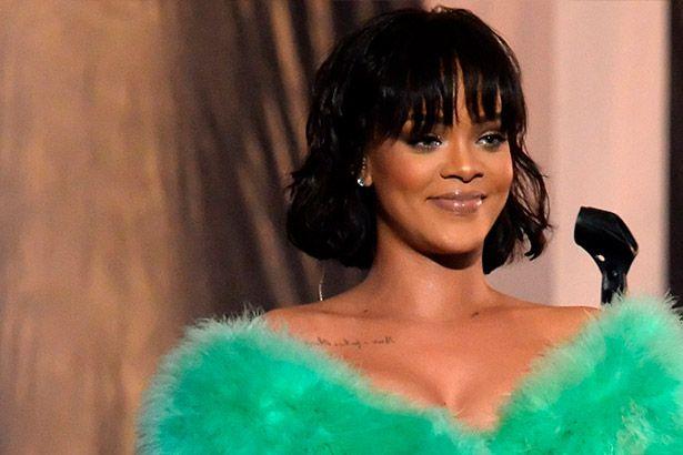 Rihanna pode lançar clipe na noite de Natal Background