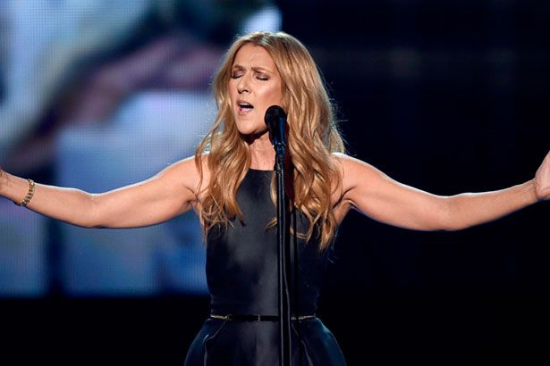 Céline Dion mostra multitalento e faz cover de artistas atuais Background