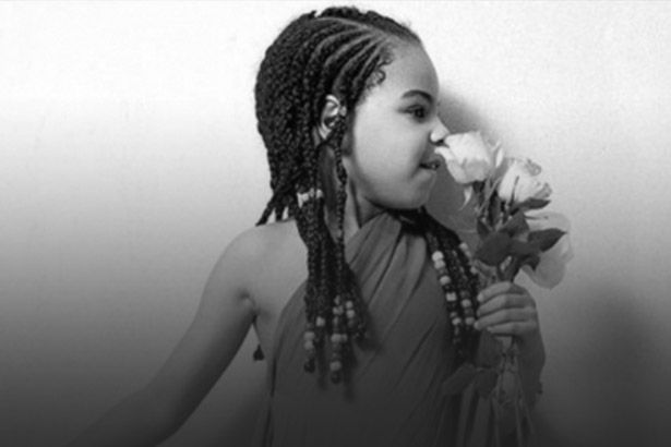 "Filha de Beyoncé, Blue Ivy, dança ""September"", do Earth, Wind & Fire Background"