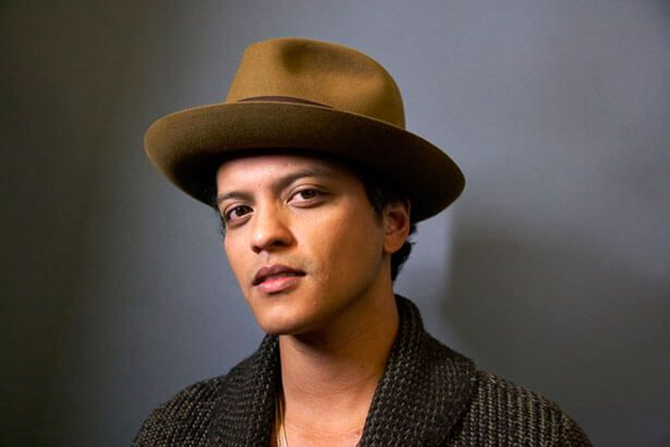 Bruno Mars anuncia novo single para esta semana Background