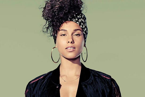Alicia Keys abandona maquiagem Background