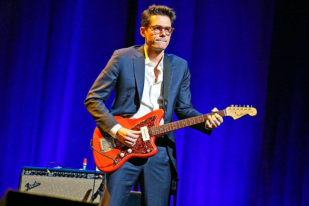 John Mayer apresenta novo single ao vivo na TV