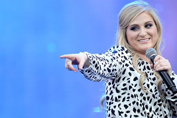 Meghan Trainor grava novo clipe Background