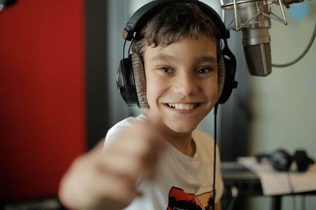 Criança com hidrocefalia é indicada a Melhor Álbum no Grammy Latino Background