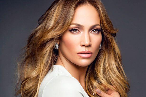 Jennifer Lopez fará parceria com Roberto Carlos Background