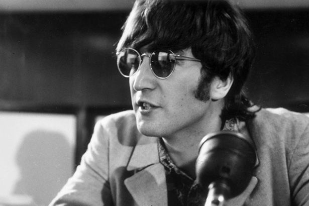 Piano de John Lennon irá a leilão Background
