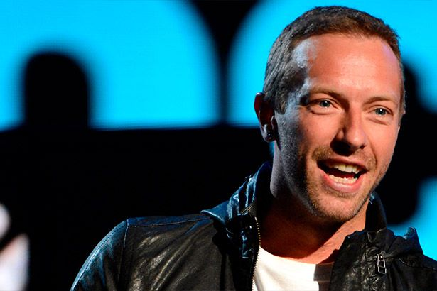 Chris Martin faz cover dos Beatles e Drake Background