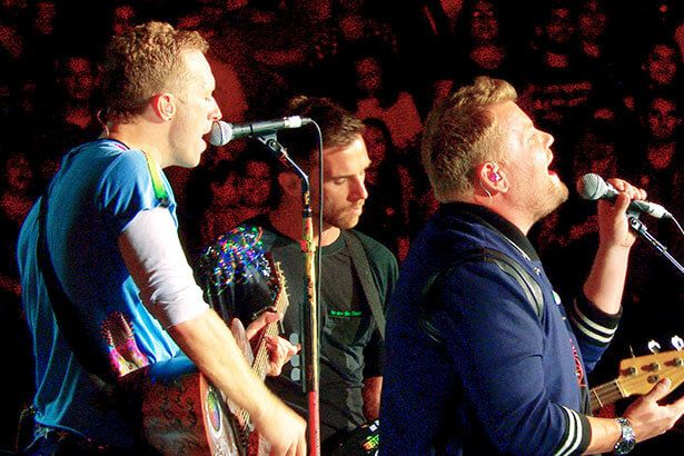 Coldplay canta Nothing Compares 2 U com James Corden em show Background
