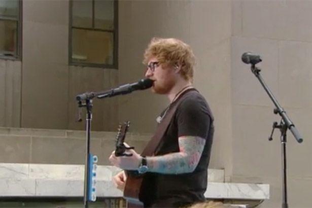 Ed Sheeran faz show em praça de Nova Iorque Background