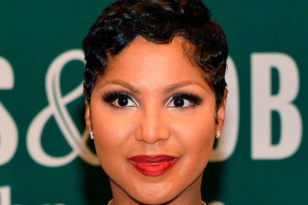 Toni Braxton é internada nos EUA, mas passa bem Background