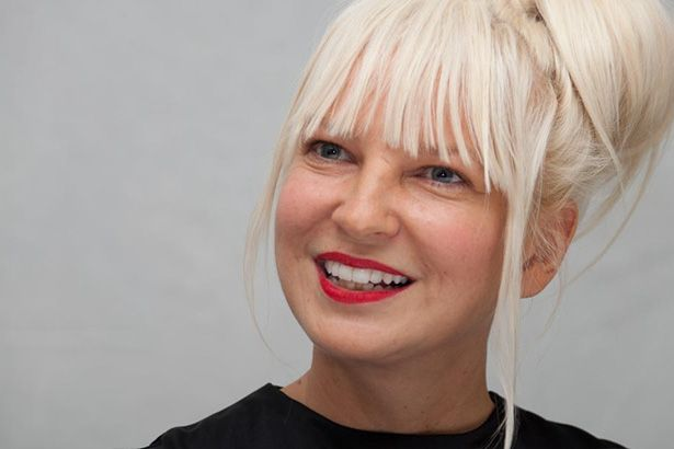 Sia publica lyric video de Never Give Up Background