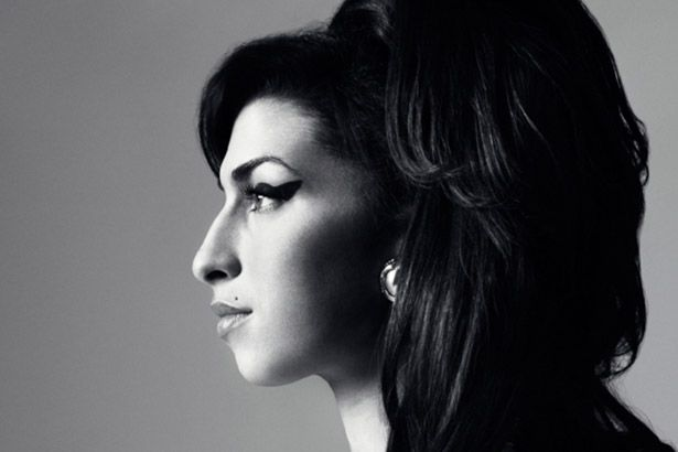 Bob Dylan faz elogios a Amy Winehouse em rara entrevista Background