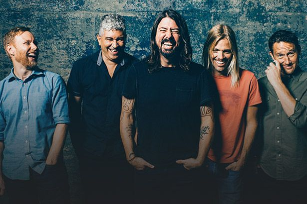 Foo Fighters viram idosos em novo clipe Background