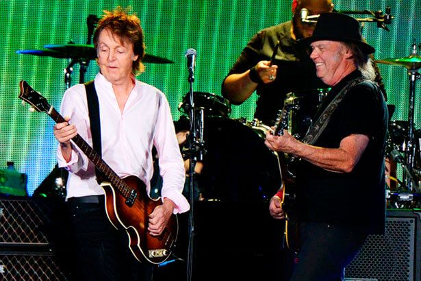 Paul McCartney se apresenta ao lado de Neil Young