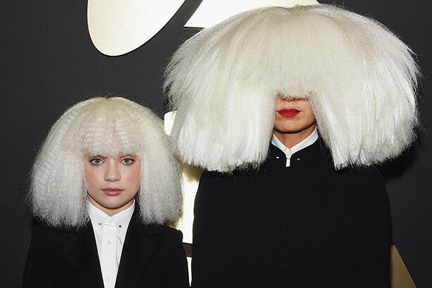 Com Maddie Ziegler, Sia publica prévia do clipe de The Greatest