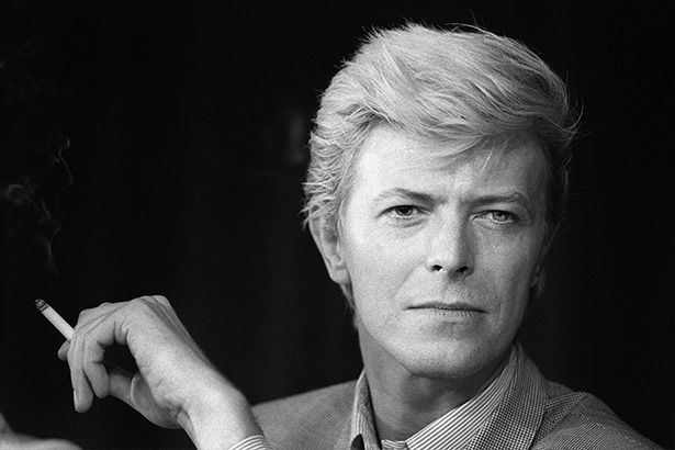 Placeholder - loading - Reino Unido terá selos postais com imagens de David Bowie Background
