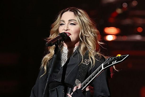 Madonna faz performance no programa de Jimmy Fallon Background