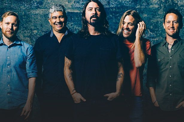 Dave Grohl revela participação surpresa no novo disco do Foo Fighters Background