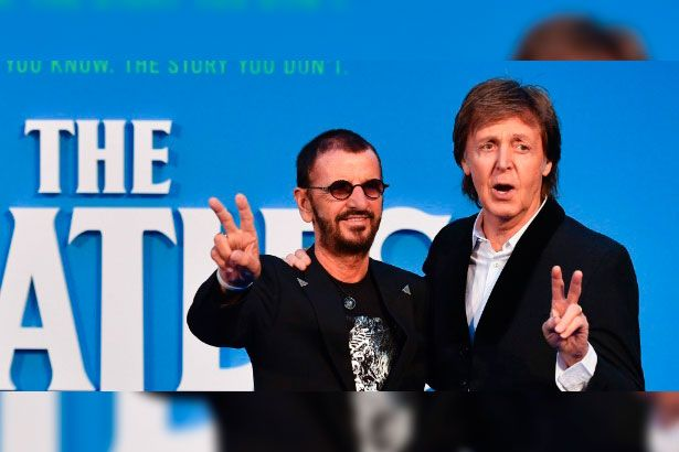 Placeholder - loading - Juntos, Paul McCartney e Ringo Starr prestigiam documentário sobre Beatles Background