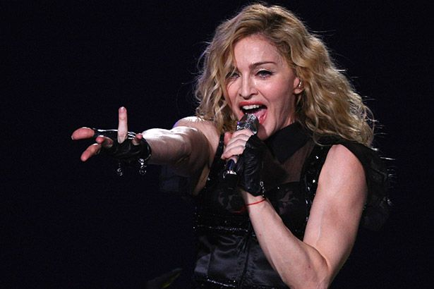Placeholder - loading - Artista cearense é chamado por Madonna para pintar hospital beneficente Background
