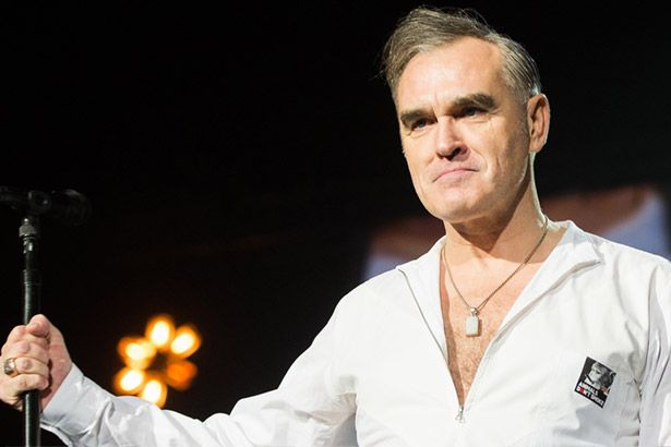 Placeholder - loading - Morrissey perde voz e deixa palco Background