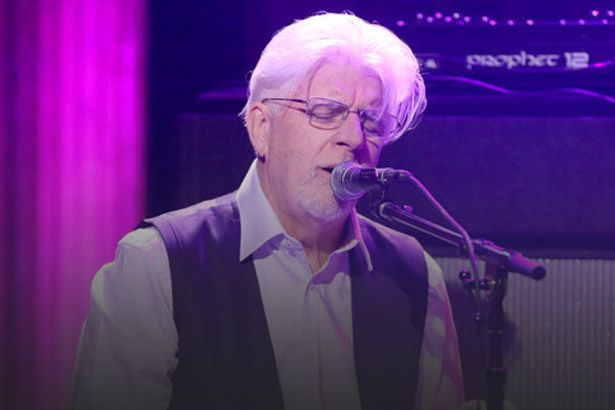 Michael McDonald toca em programa de Jimmy Fallon Background
