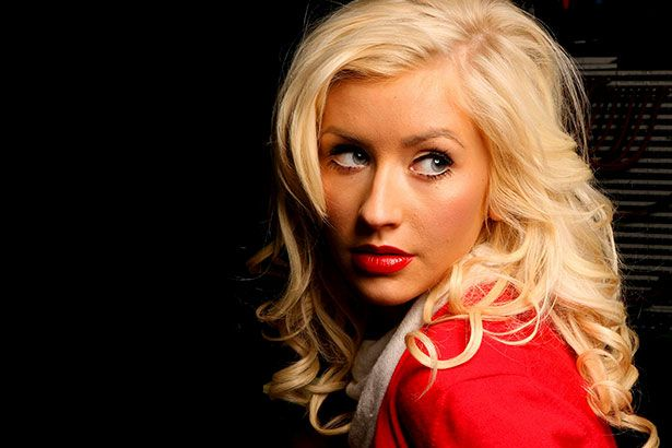 Christina Aguilera lança vídeo de Telepathy Background