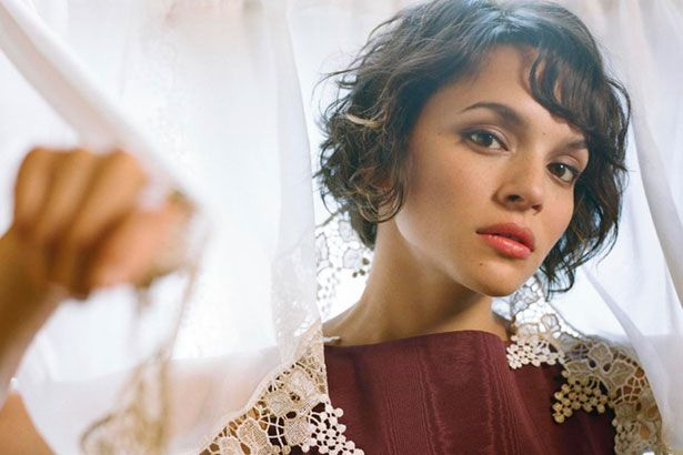 Norah Jones apresenta nova música ao vivo Background