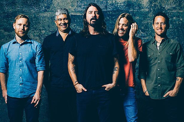 Foo Fighters anuncia retorno aos palcos Background