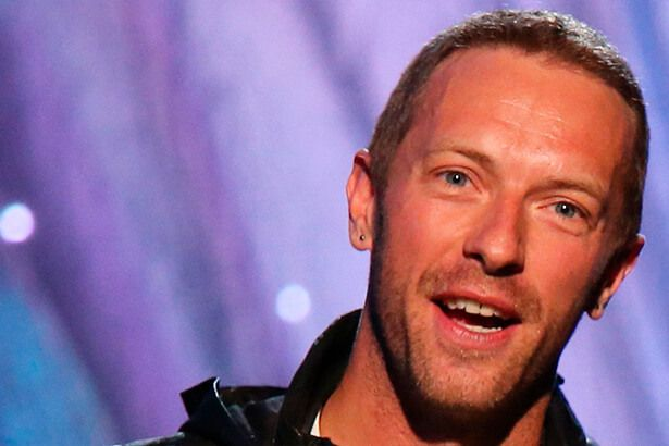 Chris Martin presta homenagem a George Michael em Londres Background