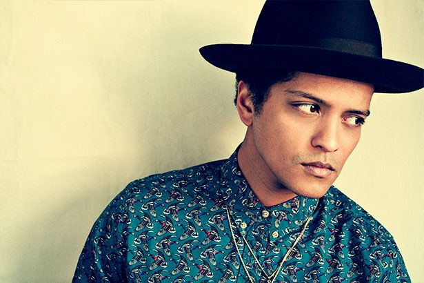 Bruno Mars pode fazer tributo a Prince no Grammy Background