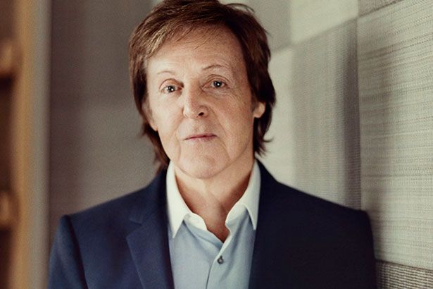 Paul McCartney libera faixa inédita com Elvis Costelo Background
