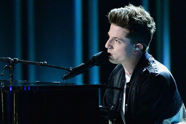 Charlie Puth estreia clipe de Dangerously Background