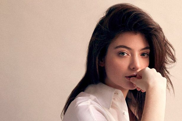 Lorde fala sobre fama em entrevista Background