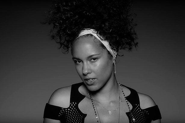 Em entrevista, Alicia Keys diz que mudou forma de pensar Background
