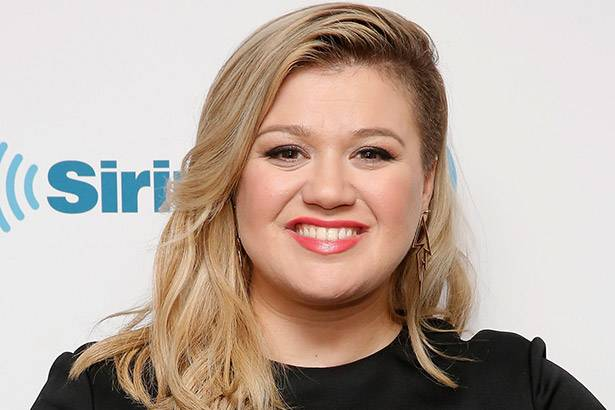 Por problemas de saúde, Kelly Clarkson cancela shows nos EUA Background