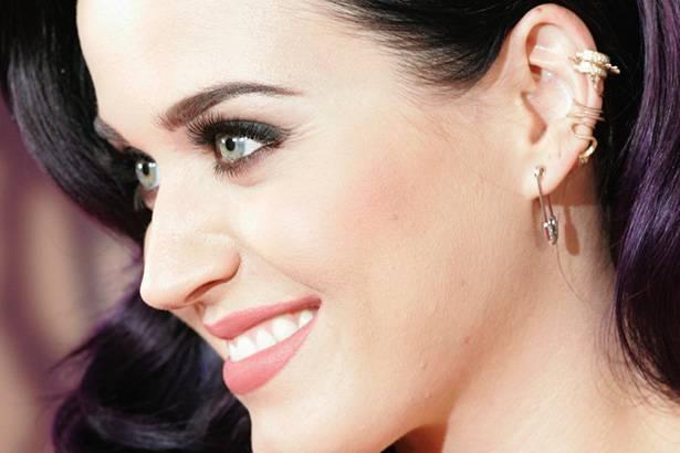 Katy Perry vai a Cuba duas vezes em uma semana Background