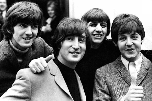 Leilão em Nova Iorque vende o primeiro contrato dos Beatles Background