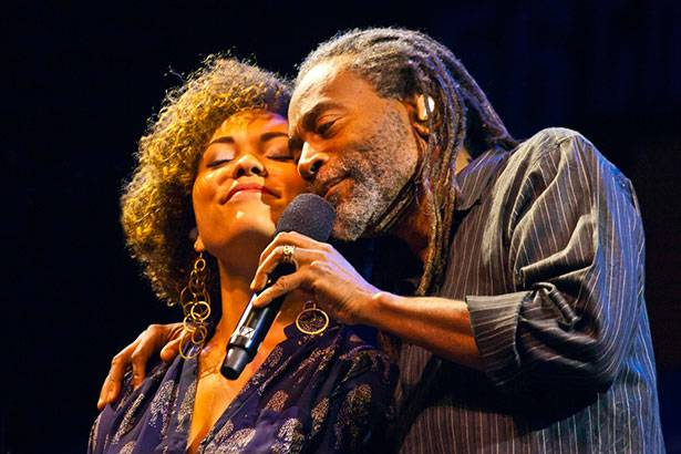 Placeholder - loading - Filha de Bobby McFerrin o substituirá em festival no Brasil Background