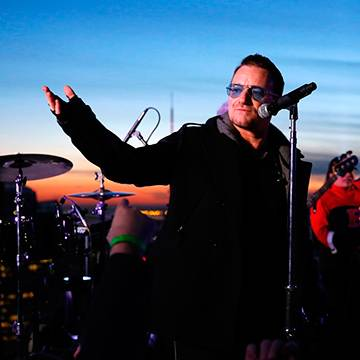 "Assista ao clipe de ""Song For Someone"", da banda U2"