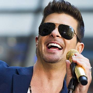 Robin Thicke revela parceria com Nicki Minaj Background