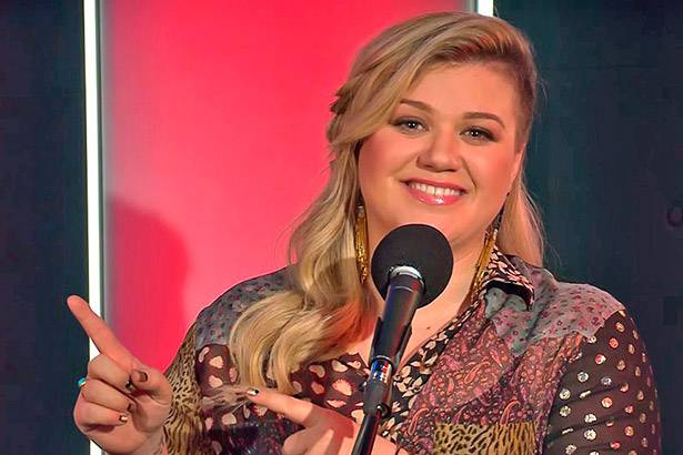 Kelly Clarkson está de volta ao Top 10 da parada da Billboard 200 Background
