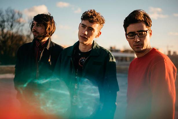 "Placeholder - loading - ""Eyes Shut"", do trio Years & Years, é novidade na Antena 1 Background"