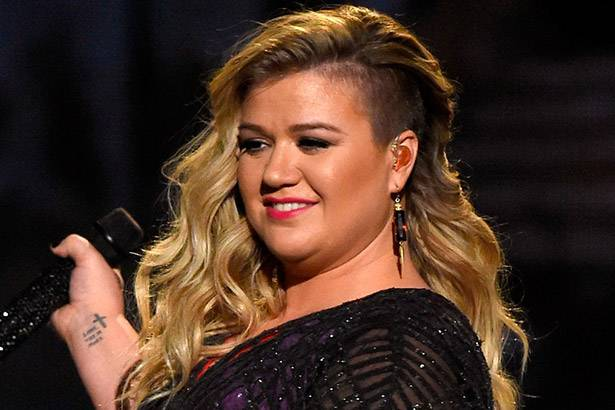 Kelly Clarkson cancela mais shows de sua turnê Background