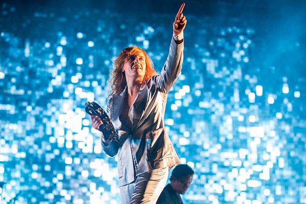 Saiba como foi o show de Florence + The Machine no Lollapalooza Background
